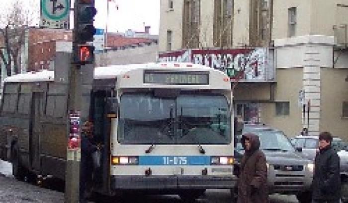 À MontréalLes chauffeurs de la STM s'opposent au virage à droite au feu rouge