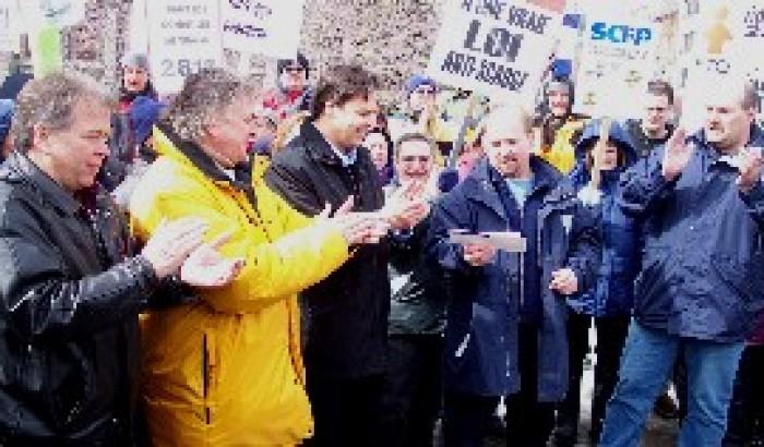 Les appuis financiers continuent de se multiplierLes débardeurs de Montréal au secours des syndiqués de Vidéotron