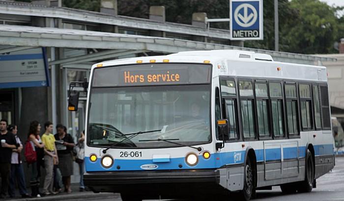 """Autobus de la STM affichant """"hors service"""""""