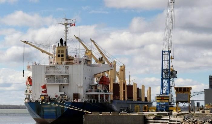 navire au port de Trois-Rivières