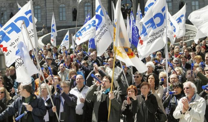 manifestants devant le parlement