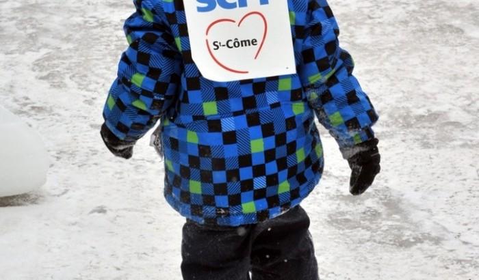 Un enfant à la manifestation syndicale du festival «Saint-Côme en glace» le dimanche 3 février