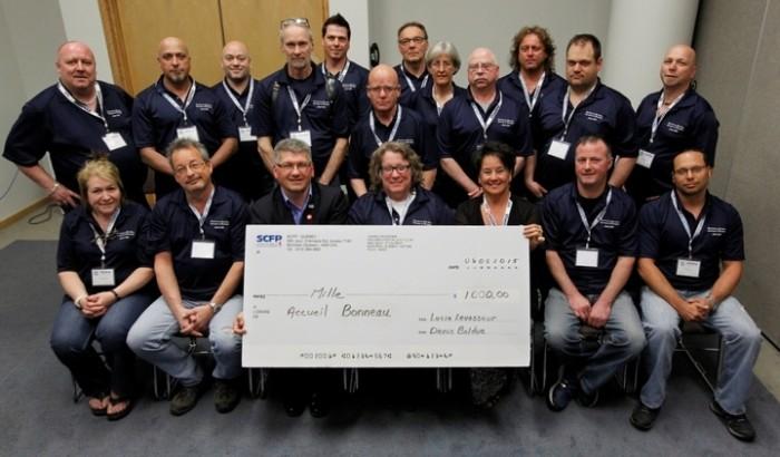 Remise de la contribution du SCFP-Québec au SCFP 301 pour l'Accueil Bonneau le 6 mai dernier