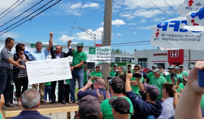 Saguenay-Lac-Saint-JeanLe SCFP remet plus de 128 000 $ aux lockoutés des concessionnaires