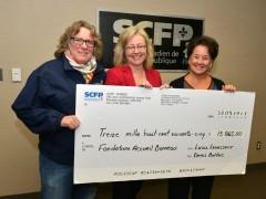 Remise d'un chèque de 13 865 $ du SCFP à l