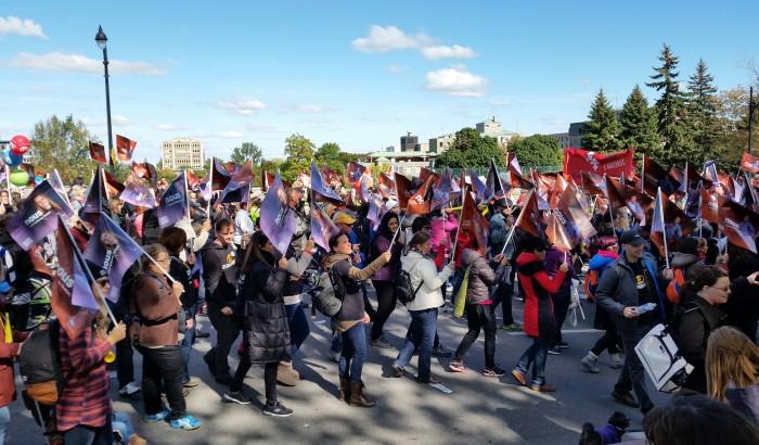 Plus de 150000 personnes manifestent à Montréal en appui aux négociations des travailleuses et travailleurs du secteur public