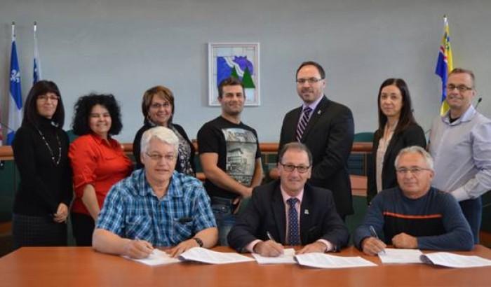 La Ville de Dolbeau-Mistassini signe un protocole d'entente avec ses deux syndicats
