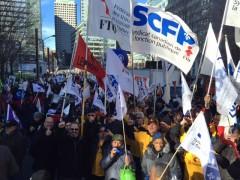 À la veille d'un nouveau dépôt, le Front commun manifeste à Montréal