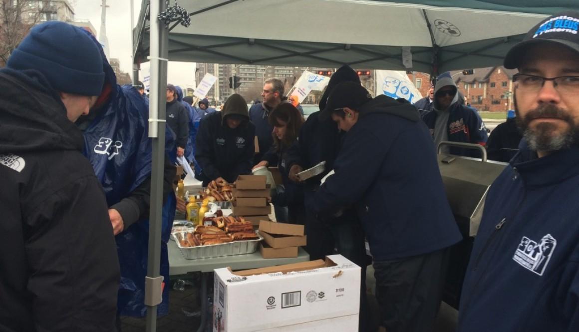 Les cols bleus de Côte-Saint-Luc en grève
