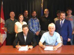 Signature officielle entre les cols bleus et la Ville de Rouyn-Noranda jusqu'en 2021