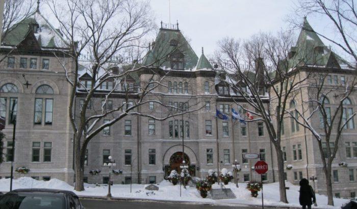 Arbitrage dans le cadre de la loi 15 sur les régimes de retraiteLes cols bleus, cols blancs et professionnels de la Ville de Québec déplorent l'éparpillement