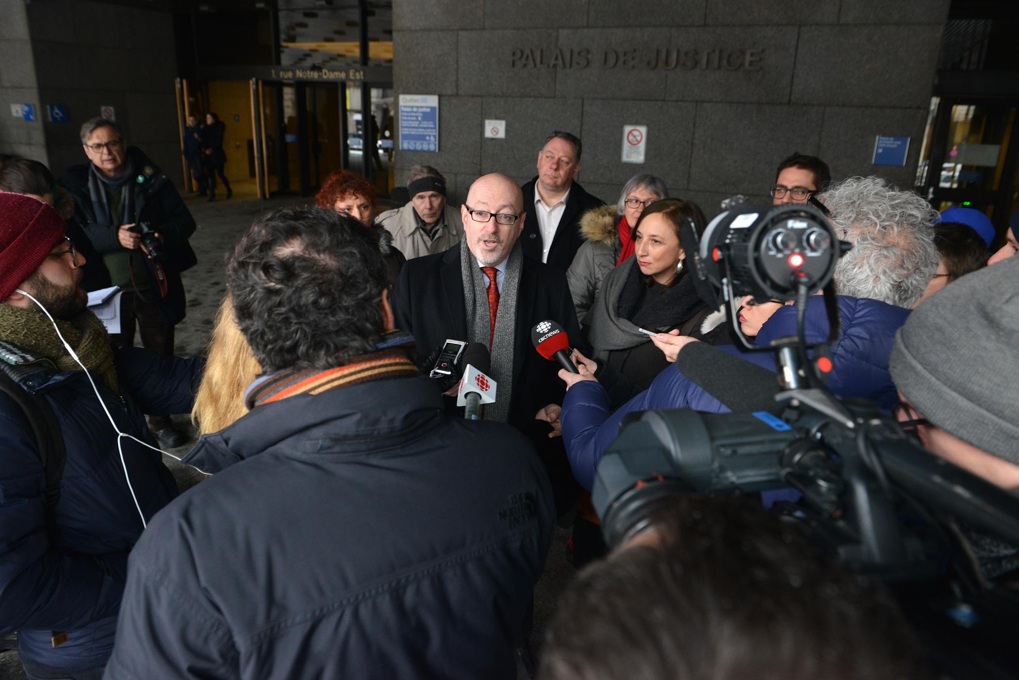 Dépôt d'une requête en Cour supérieure demandant de cesser les travaux sur le REM et de renvoyer le projet à la table à dessin