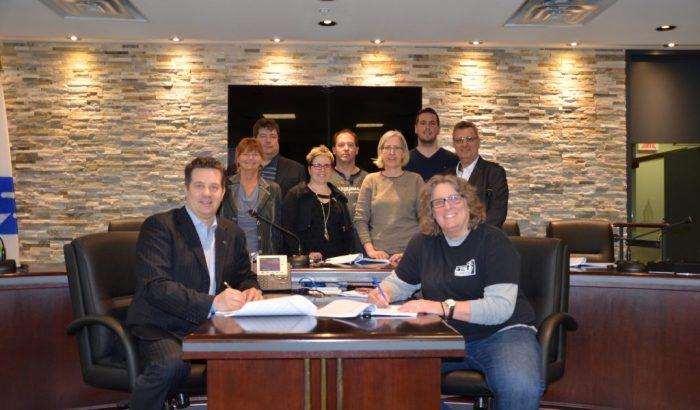 Les cols bleus de Montréal-Est signent pour huit ans!