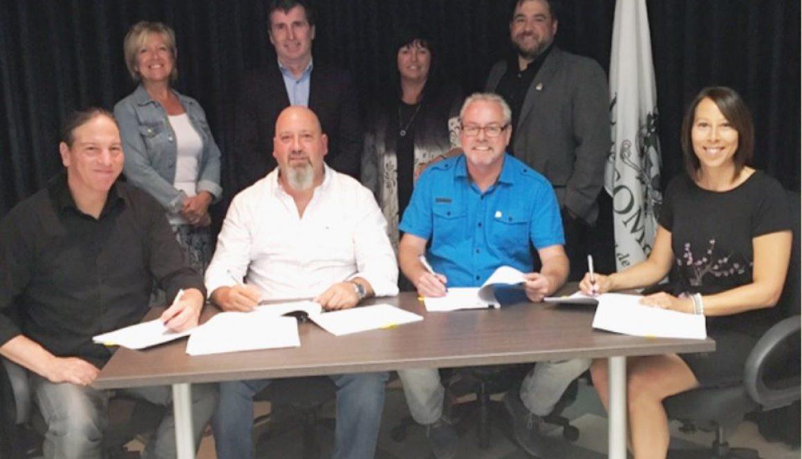 Signature d'une convention collective à L'Assomption
