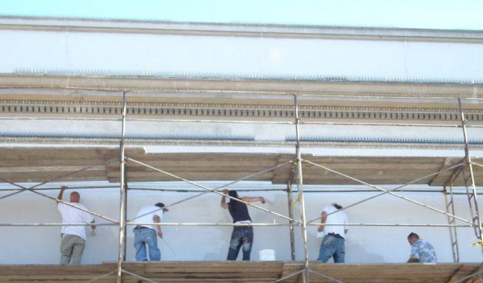 Entretien des institutions publiquesLe gouvernement libéral autorise les bénévoles à effectuer des travaux interdits aux employés d'entretien