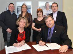 Signature d'une entente à l'Ordre des infirmières et infirmiers auxiliaires du Québec