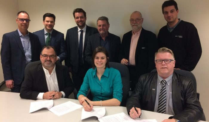 Les chauffeurs d'autobus d'Autocars Skyport signent leur première convention collective