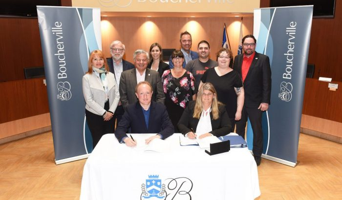 Les cols blancs de Boucherville signent une nouvelle convention collective