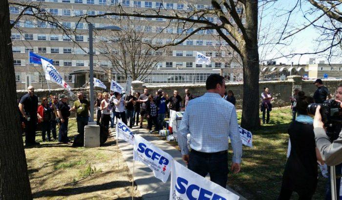 Les employés du CIUSSS de l'Estrie se mobilisent pour l'ajout de ressources et une véritable écoute
