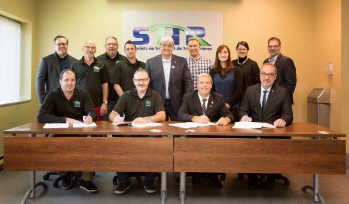 Signature d'une convention collective à la Société de transport de Trois-Rivières