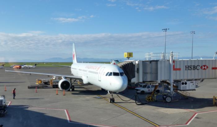 Un appareil d'Air Canada sur la piste de l'aéroport de Vancouver en novembre 2015