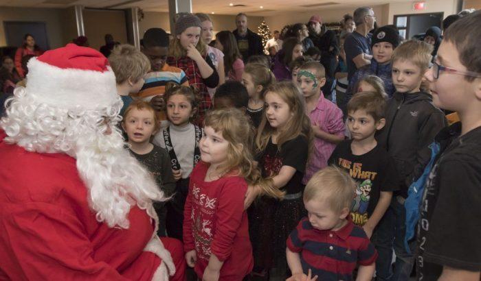 14e opération «Habits de neige» des cols bleus et policiers de Québec au profit d'une soixantaine d'enfants