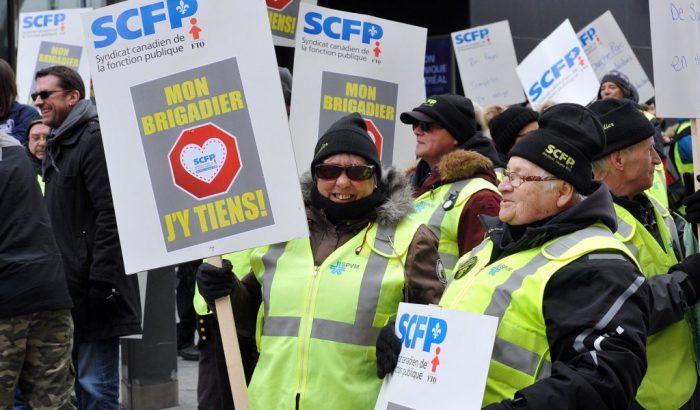 Manifestation des brigadiers scolaires de Montréal devant le quartier général du SPVM